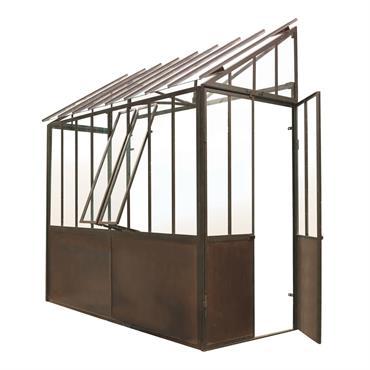 Vous avez la main verte et vous voulez protéger vos plantes des gels hivernaux ? Découvrez la demi-serre Tuileries. Une structure en acier avec une finition métal rouillé pour cette ...