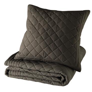 Ce boutis en coton sera parfait pour apporter une note de chaleur à votre chambre classique. Piqué d'un motif losange, ce couvre-lit en coton sera facile à harmoniser grâce à ...