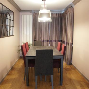 Salle à manger-Les rideaux apportent de la chaleur et de l'intimité à la pièce
