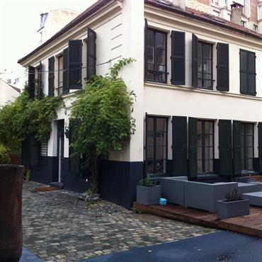 Vue sur la Maison avec sa terrasse