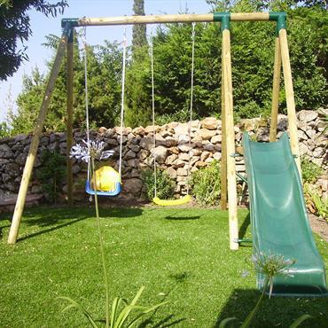 Le DM Green® peu être utilisé comme revêtement pour une aire de jeux, pas de risque de boue.