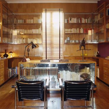 Bureau entièrement décoré avec du bois, pour un esprit chalet moderne