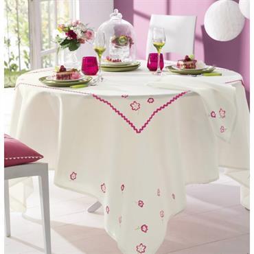 La broderie à son charme 100% polyester Lavable à 40° Fleurs brodées, finition croquet. Serviettes de table : fleurs brodées