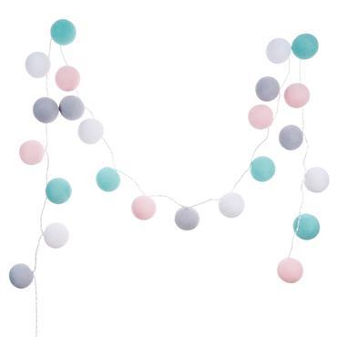 Donnez un petit look champêtre et bohème à votre déco grâce à la guirlande lumineuse24 LEDen coton multicolore L290 LINA. Laissez-vous charmer par ses petites boules en coton lumineuses aux ...