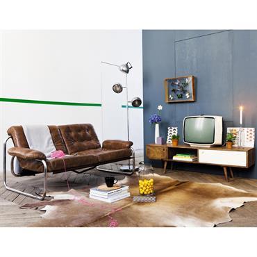 L'esprit rétro fait son grand retour dans nos intérieurs avec le meuble TV vintage en Sheesham ANDERSEN. Ce meuble TV en bois adopte une forme basse et étroite. Dotée de ...