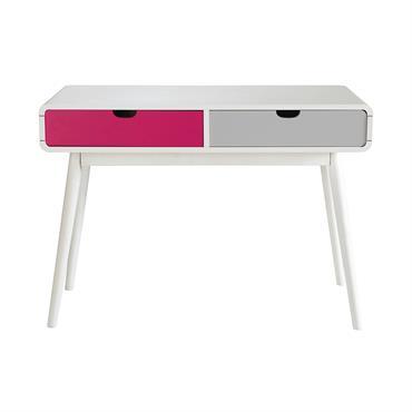 Inspiré du design vintage, ce bureau blanc offrira un beau plan de travail à votre enfant. Monté sur des pieds légèrement obliques, ce bureau blanc possède également deux grands tiroirs ...