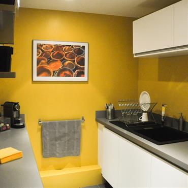 Cuisine aux murs jaunes