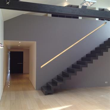 Escalier contemporain en pierre noire