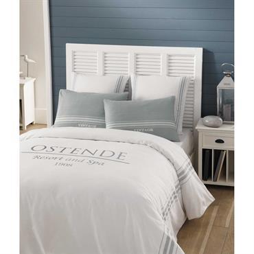 Cette parure de lit convient aux couettes les plus grandes (260X240). Choisissez votre ambiance: une paire de taies est grise, l'autre est blanche. Pourquoi pas les deux? Cette parure de ...