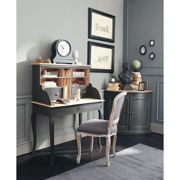 Profitez du confort de la chaise en lin taupe grisé VERSAILLES et de son design style Louis XV ! La structure en frêne massif et le tissu 100 % lin, ...
