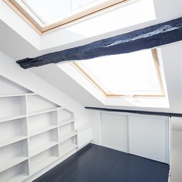 Chambre Bureau sous les toits de Paris