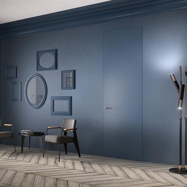 Petit salon au mur bleu pétrole