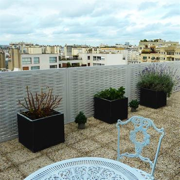 Terrasse dallée avec garde corps tressé gris
