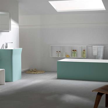 Baignoire et lavabo en Krion® couleur vert d'eau