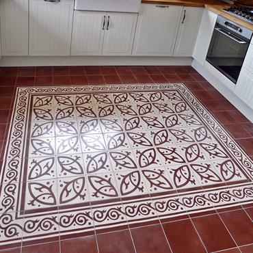 Au sol, carreaux à l'ancienne rouges posés en tapis