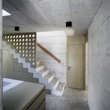 Le béton brut s'inscrit dans un parti pris architectural minimaliste contemporain