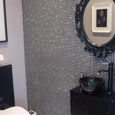 Mur en mosaique noire et grise