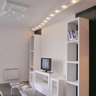 La série des modulos propose des angles droits ou arrondis, des structures de tailles différentes qui permettent d'adapter le meuble à vos besoins… des plus simples au plus exigeants…