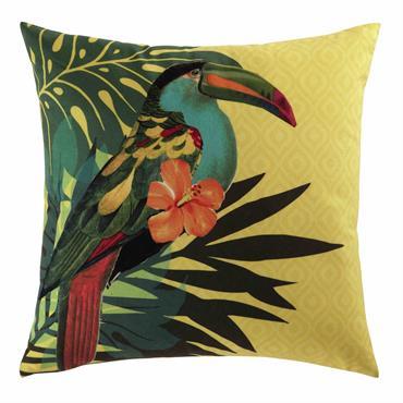 Avec son impression toucan, ce coussin jaune sera parfait pour égayer une déco vintage teintée d'exotisme ! Paré de couleurs vives, ce coussin donnera une belle note de gaieté à ...