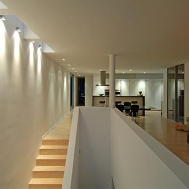 10 escaliers en bois chics et styl s par marion arnoud loherst - Escalier ouvert salon ...