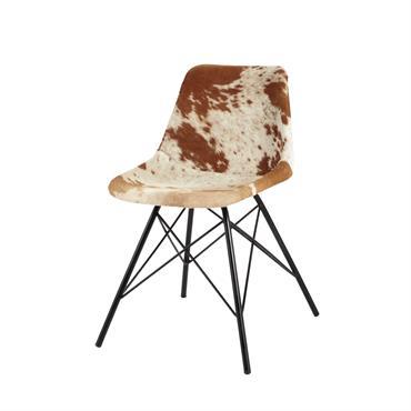 Au salon ou dans votre bureau, cette chaise revêtue de peau marron et blanche sera idéale dans votre univers contemporain. Montée sur des pieds obliques en métal, cette chaise moderne ...