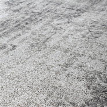 Ce grand tapis gris ornementé sera parfait pour apporter une touche de chic à votre pièce à vivre de style classique ! Le détail déco : la finition de ce ...