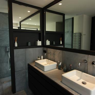 Salle de bain en pierre bleue