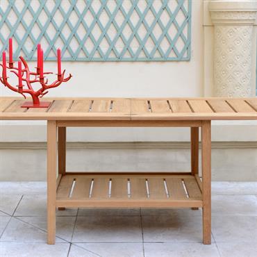 Table à manger extensible pour la terrasse ou le jardin en teck .  L'allonge est amovible