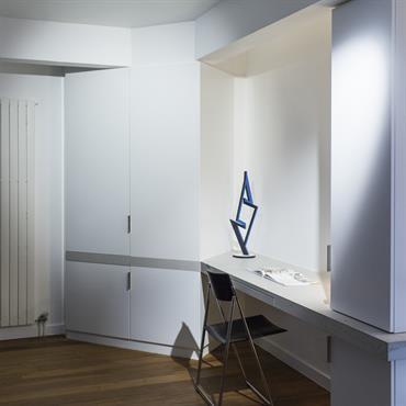 Les architectes Marc Jacquard et Hélène Lesage (www.jacquardlesage.com) ont parfaitement intégré dans ce projet résidentiel la richesse du béton plateau de bureau en Beton Lege® brut vitrifié