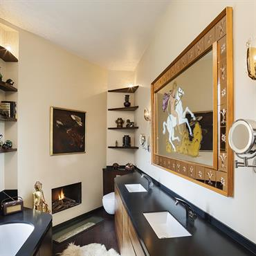 Salle de bain originale ; décorée ; luxueuse