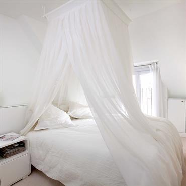 Amenagement d'une chambre à coucher tout en blanc