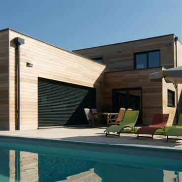Villa contemporaine avec terrasse et piscine