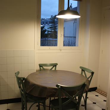 Salle à manger à côté de la cuisine