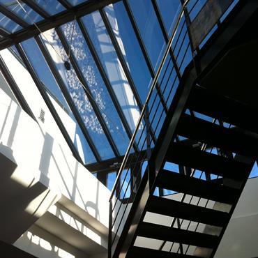Jeux en escalier pour cet escalier traversant l'espace