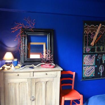 Mur et plafond bleu pour une immersion totale dans l'ambiance marine