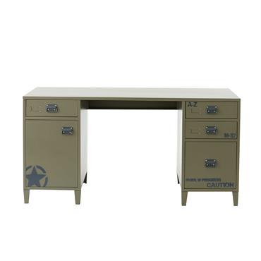 Sobre et fonctionnel, ce bureau en métal vert revisite le style indus dans un esprit army ! Surmonté d'un vaste plan de travail, ce bureau en métal possède également de ...