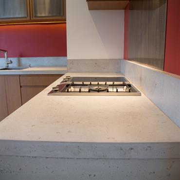 Plans de travail de cuisine avec le Beton Lege® authentique brut vitrifié.