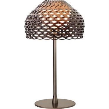 Lampe de table Flos Design Gris-ocre Matière plastique H 50 cm - Abat-jour : Ø 28 cm x H 17,8 cm - Base : Ø 19,5 cm Pour créer la ...