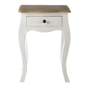 Élégante avec ses pieds sculptés en finesse, cette table de chevet VERSAILLES complètera votre ambiance douce et romantique. Surmontée d'un plateau en manguier naturel, cette table de chevet blanche possède ...