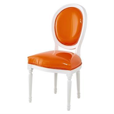 Chaise médaillon en textile enduit orange et bois blanc Louis