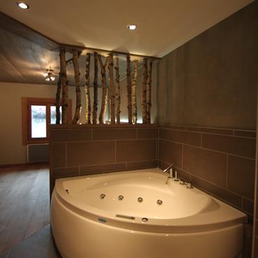 Salles de bain chalets id e d co et am nagement salles de for Salle de bain ouverte sur chambre