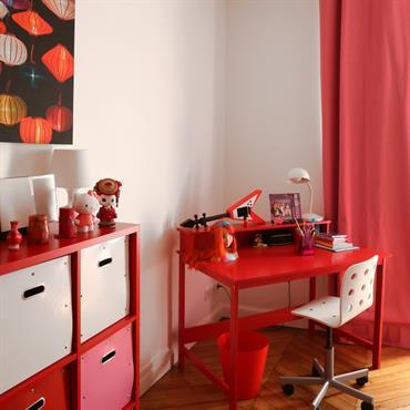 Chambre d'enfant à dominante rouge