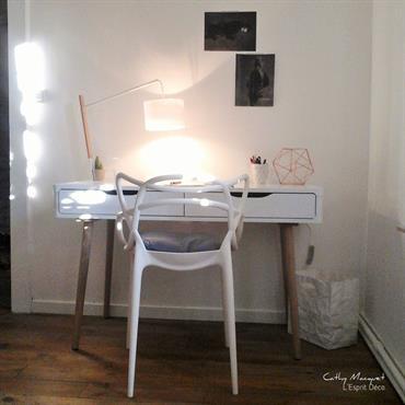 Bureau blanc simple et pratique