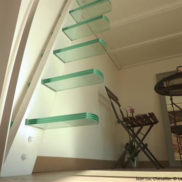 Cette mezzanine et cette échelle design aux marches suspendues sont une création de Jean Luc Chevallier pour La Stylique.