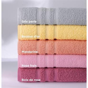 Eponge 100% coton, 420g/m² Tapis de bain : Eponge 100% coton, 600g/m² Lavable à 60° Finition liteau jacquard Tapis de bain : tissage jacquard ciselé