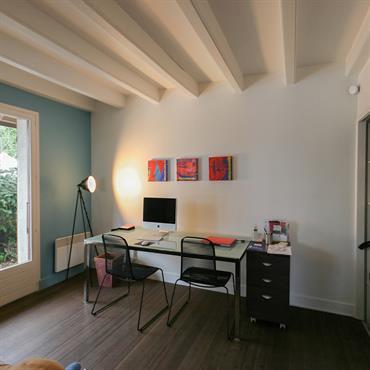 Bureau avec plafond bois blanc