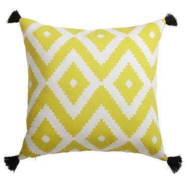Pour ajouter un peu de couleur à votre canapé, laissez-vous tenter par le coussin JANULAM en coton jaune et blanc. Imprimé d'un motif géométrique, ce coussin jaune sera idéal pour ...