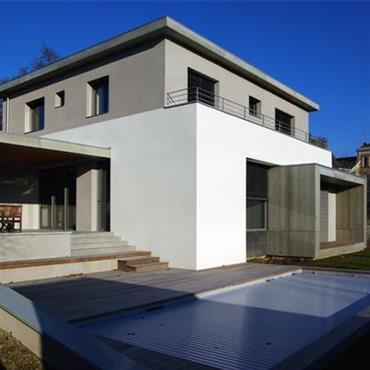 Maison contemporaine avec terrasse et piscine