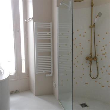 Salle de bain douche à l'italienne.