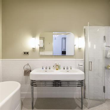 Salle de bain design et style contemporain id es et - Suspension salle de bain design ...